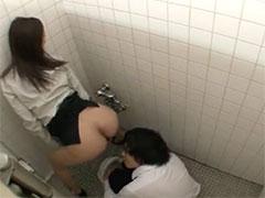 トイレで淫行する女教師