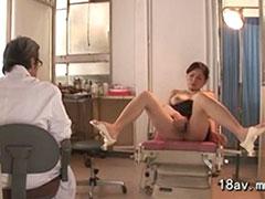 医者を誘惑する熟女