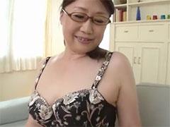 メガネ熟女のパイズリ