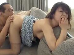 人の夫を寝取る女