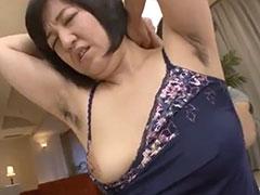 乳首が弱いわき毛おばさん