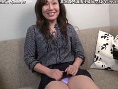 熟女の紫パンチラ